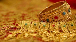 Оценка антикварных ювелирных украшений в Москве